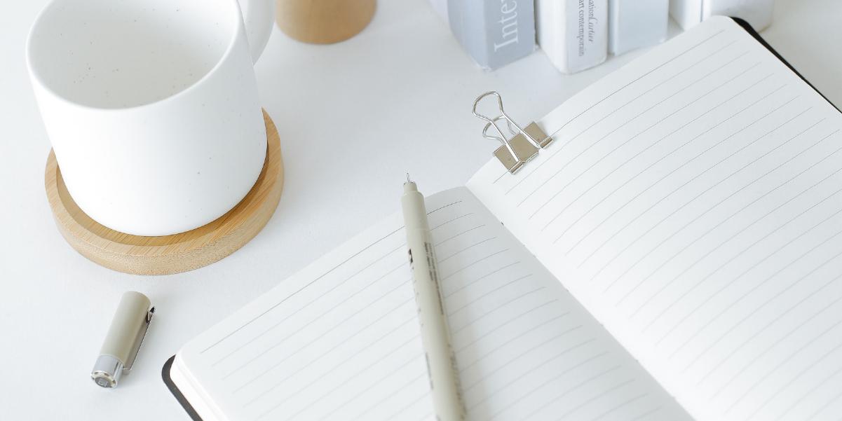 caderno branco para planejar empréstimo