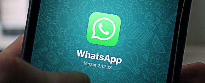 tela de celular mostrando o logo do whatsapp